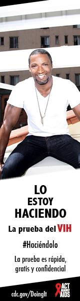 Hombre en remera blanca y jeans azules sentado al borde de la azotea. Lo estoy hacienda. La prueba es rápida, gratis, y confidencial. cdc.gov/Haciendolo #Haciéndolo Act Against AIDS