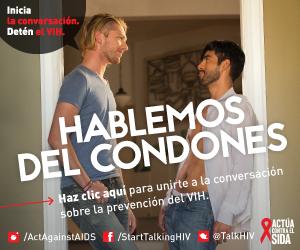 Dos hombres parados en una puerta hablando de condones. Inicia la conversación. Detén el VIH. Hablemos de condones. Haz clic aquí para unirte a la conversación sobre la prevención del VIH. Instagram/Act Against AIDS, Facebook/StartTalkingHIV, Twitter @TalkHIV, Actúa Contra el SIDA.