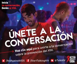 Dos hombres usando sus teléfonos móviles en un restaurante. Inicia la conversación. DetŽn el VIH. Únete a la conversación. Haz clic aquí para unirte a la conversación sobre la prevención del VIH. Instagram/Act Against AIDS, Facebook/StartTalkingHIV, Twitter @TalkHIV, Actúa Contra el SIDA.