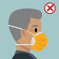 N95 마스크와 일회용 마스크를 착용한 남성