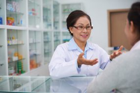 pharmacist consulting customer