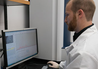 Image of a CDC laboratorian uses MALDI ToF to analyze samples