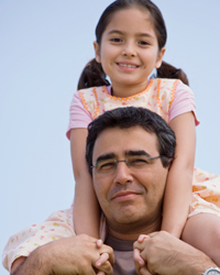 Photo: Father with daughter on shoulders