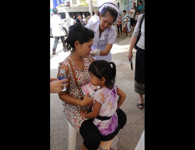 Laos y Nicaragua protegen de la influenza a personas de alto riesgo, con ayuda de la coalición de donantes y los CDC