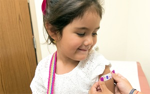Image of young girl receiving influenza vaccination.