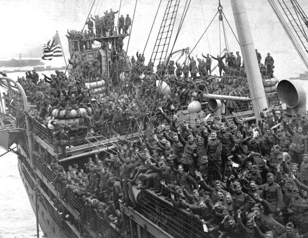 American soldiers returning home on a large ship