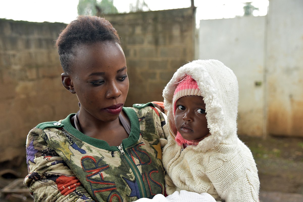 Woman with her young child in Pumwani, Kenya.