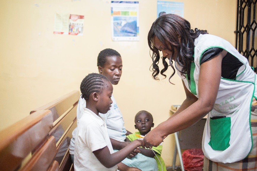 kenyan children reciving vaccine -#main