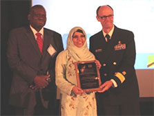 Dr. Jordan Tappero and Dr. Dionisio Herrera of TEPHINET with Tamkeen Ghafoor, accepting the 2016 Director's Award for the Pakistan FELTP.