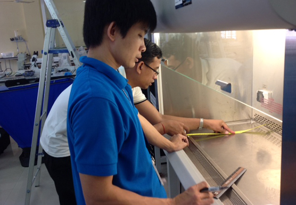 NAMRU-2 staff learning how to measure the airflow of biological safety cabinets. Photo: Anek Kaewpan