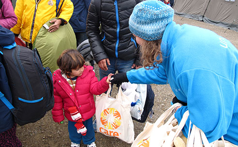 Leisel Talley distributing supplemental nutrition items and other care products in Croatia (Source: S. Osterman, UNHCR)