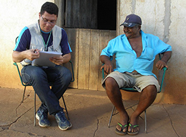 An epidemiologist interviews a man in Brazil.