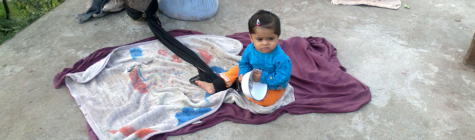 Image of a baby in Pakistan during a September 2013 FETP public health action