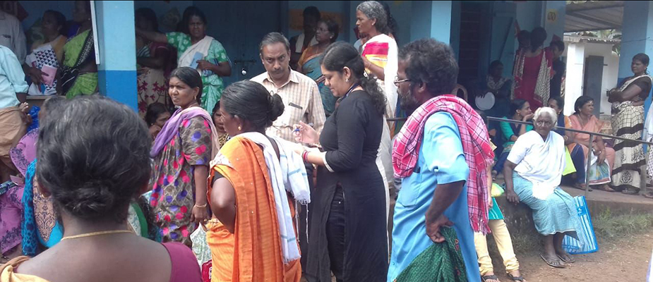 A field epidemiology resident connects with care providers and patients at a flood relief camp in Kumarakom, Kerala. Photo: Renjith Krishna
