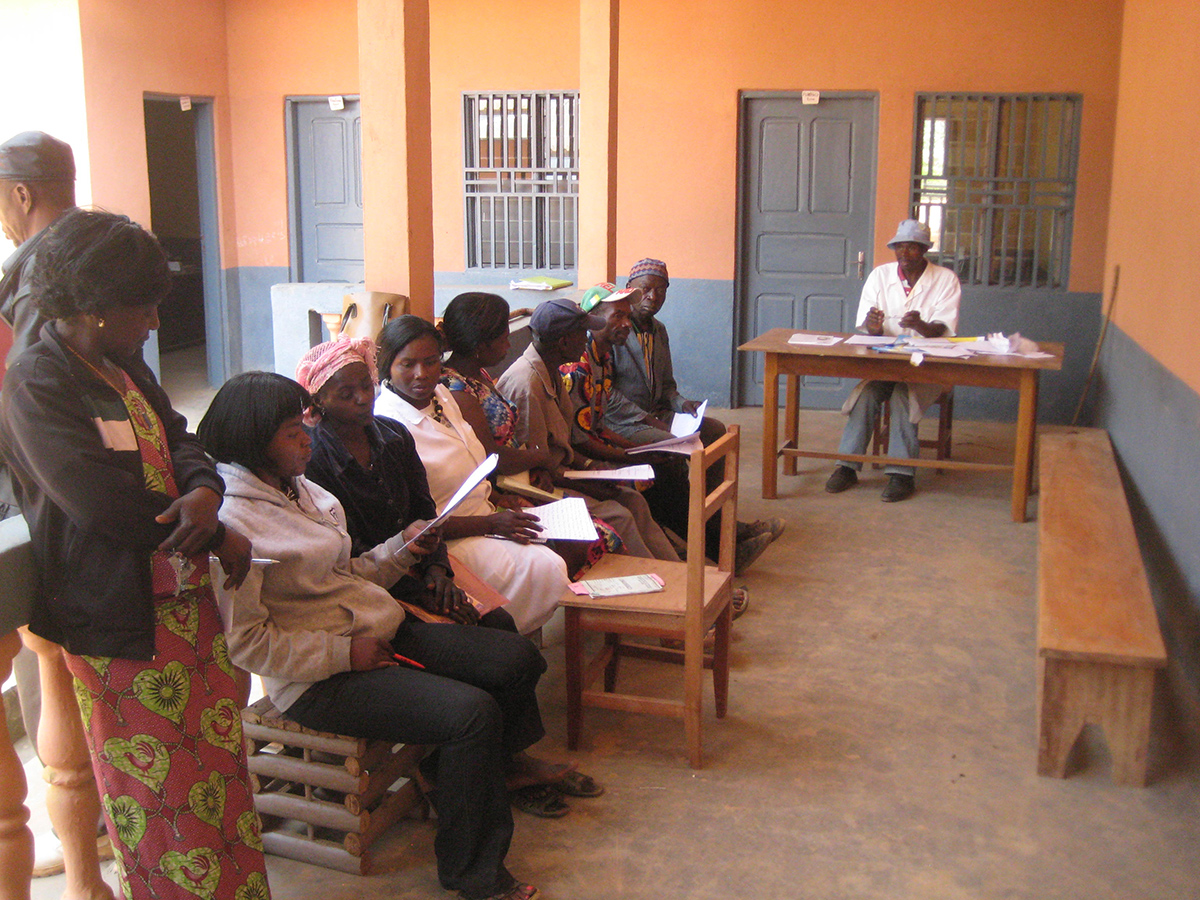 Cameroon: Vaccination team in training, in preparation for an upcoming polio campaign