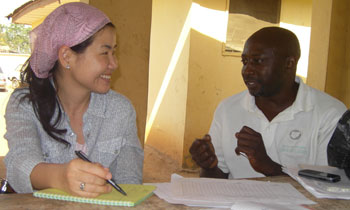 GID's Dr. Chung-won Lee interviewing a local supervisor about data reporting in Kaduna State, Nigeria.