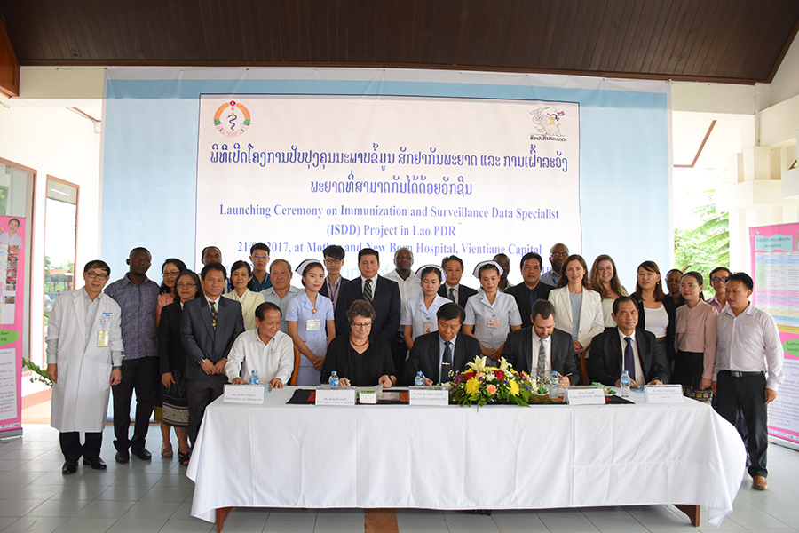 Picture shows representatives from the Ministry of Health, US Embassy, CDC Atlanta, WHO Country Office, WHO WPRO, Vientiane County and Province health departments, as well as the STOP ISDS participants and LPITs, at the official launch of the STOP ISDS pilot in Lao PDR.