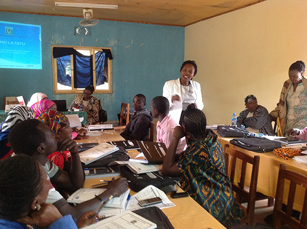 CDC epidemiologist Marcelina Mponela facilitating a training session with CHW in Mwanga District in the Kilimanjaro region