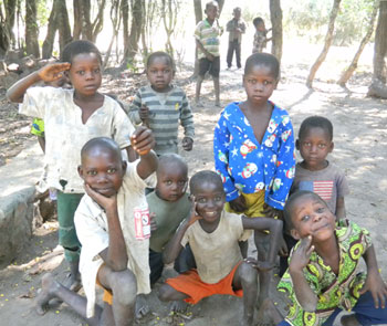 Children in Ankoro zone de santé, Katanga Province, a zone with communities who have a history of refusing vaccination for their children.