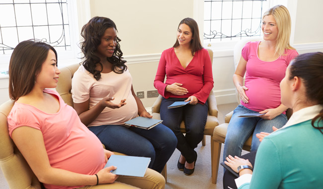 Group of 4 pregnant women