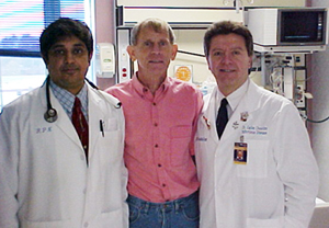 Stuart Ver Wys (center) visiting the Intensive Care Unit where he was treated, and two of his physicians, Dr. Mohamed Sarwar (left) and Dr. Carlos M. Choucino (right).
