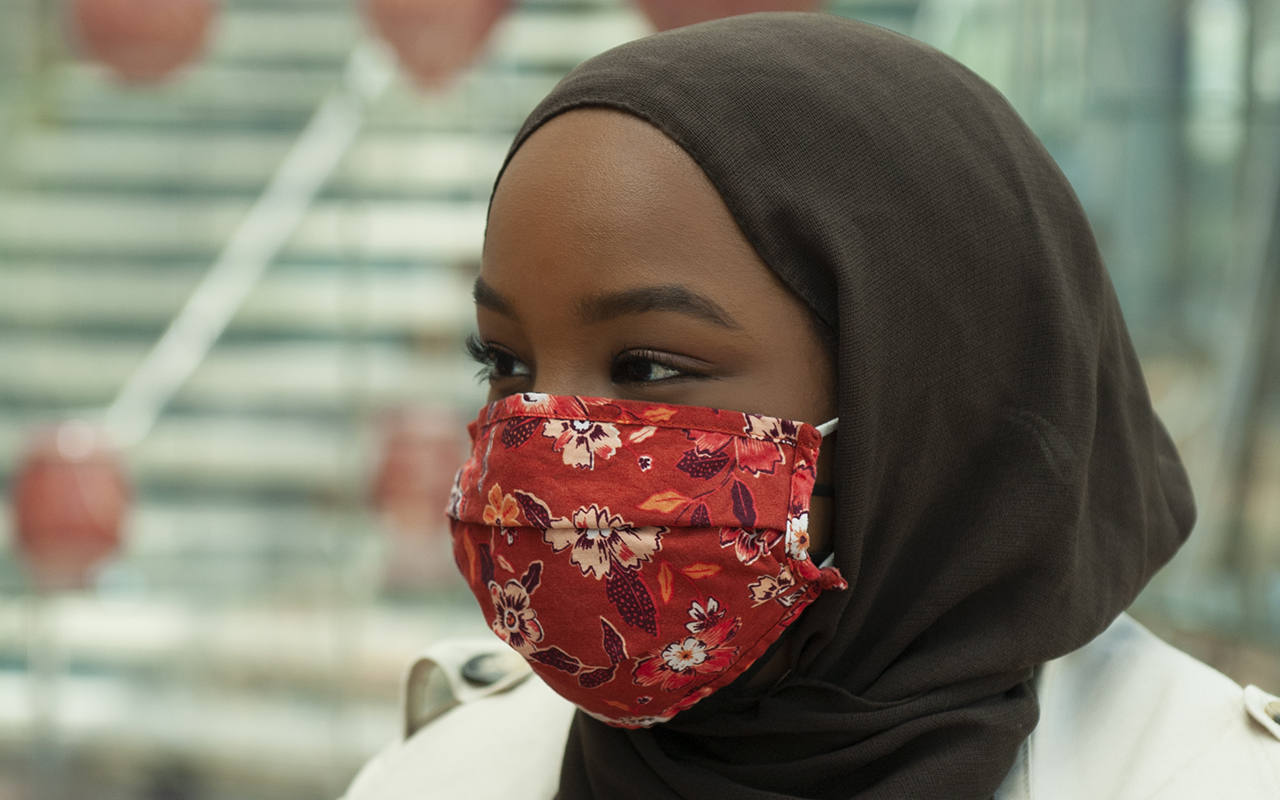 woman_Mask with scarf