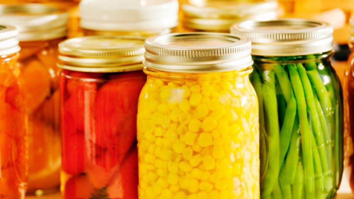 The figure is a photo of canned vegetables in glass jars.