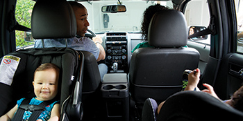 Photo Children In Car Seats Backseat With Parents The Front