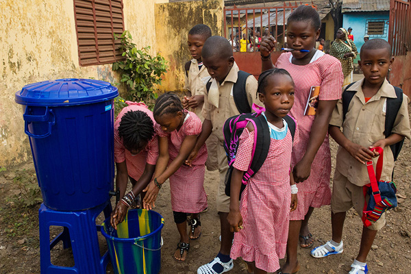 Children wash their hands using a UNICEF hand-washing station in Conakry on January 19, 2015, the day schools reopened in Guinea. Photo by Martine Perret, courtesy of UNMEER