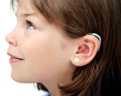 Foto: niña con audífonos