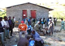 Epidemiologist Matthew Murphy organizes the team for fieldwork outside a health station.