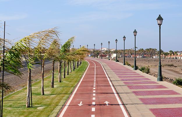 promenade with bicycle lanes
