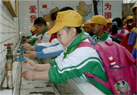 Photo: China school students washing hands