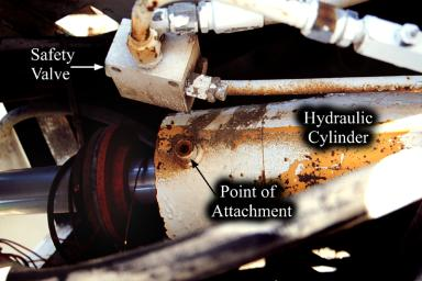 photo of lower main hydraulic cylinder showing safety valve broken off at its attachment point