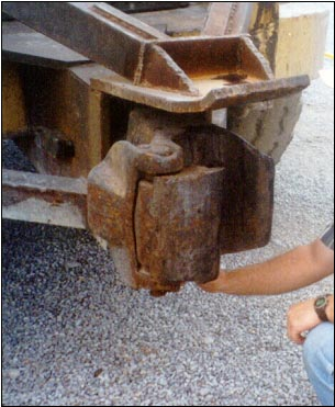 Coupling Knuckle on the Front of the Tractor
