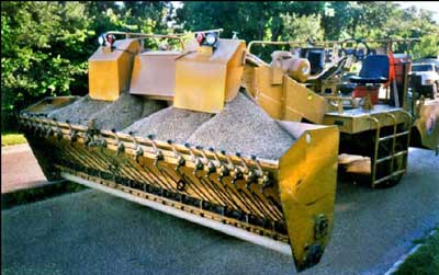 rock-chip spreading machine