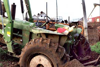 Close-up of the tractor, rear wheels dug in