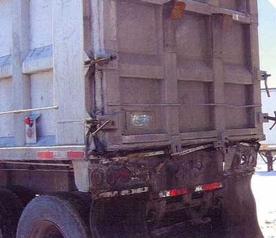 Figure 1. Rear gate of a semi trailer dump truck.