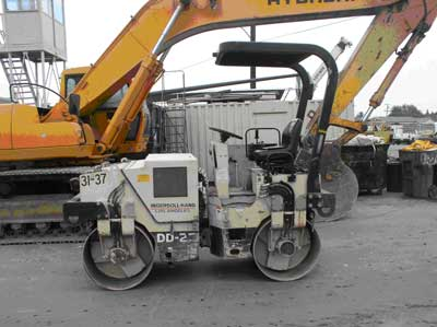 Exhibit 1. A picture of the articulating vibratory tandem-drum compactor roller involved in the incident.