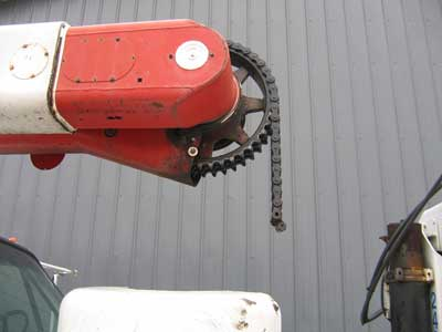 Broken boom actuating chain