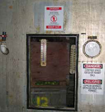 Figure 6. All doors to the CA rooms in the facility have the required Confined Space signs (in Spanish and English) affixed.