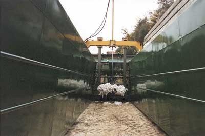 Hydraulically Actuated Tamper Used to Compress Cotton Against the Ground
