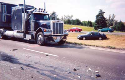 Photo 2. 2000 conventional cab tractor after collision