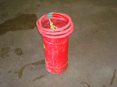 manually pressurized fire extinguisher
