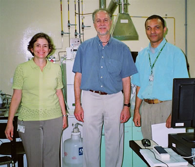 Laboratory visit with Fundacentro staff members, L to R: Drs. Ana Maria Bom, Eduardo Algranti and Walter Pedreira Jr.