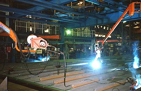 Wire welding units on overhead Jib Booms
