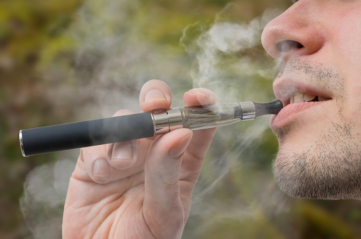 male with ecigarettes