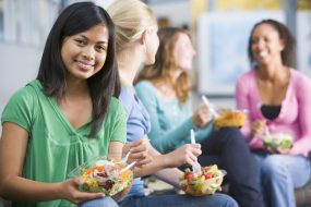Photo: Students eating salads