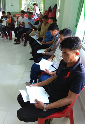 Local farmers receive training on how to use the mobile app.