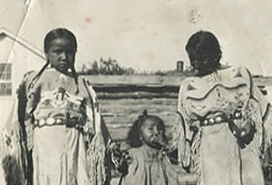Nancy Red Cloud (left) and Zona Afraid of His Horses (far right). The child in the middle is unknown.